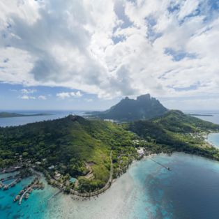 Welcome to the island of Bora Bora – a small slice of paradise in the middle of the Pacific