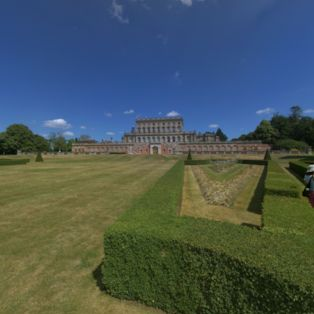 Make the most of the spectacular sunshine with a visit to the magnificent Cliveden House in Berkshire